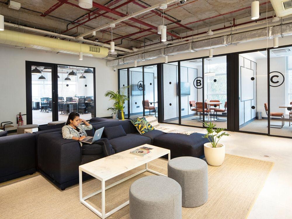 Blue-One-Square-Hot-Flexible-Desk