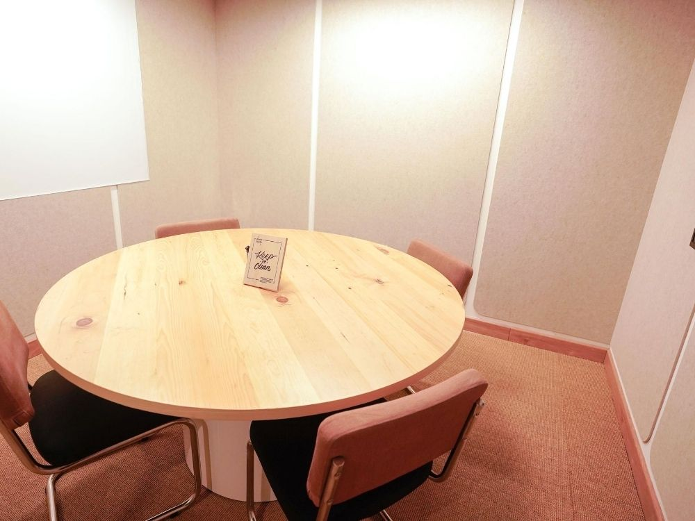 Krishe-Emerald-2C-Conference-Room