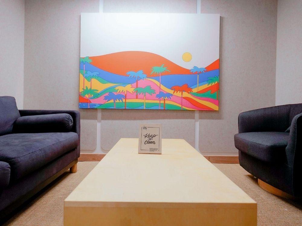 Krishe-Emerald-2D-Conversation-Room