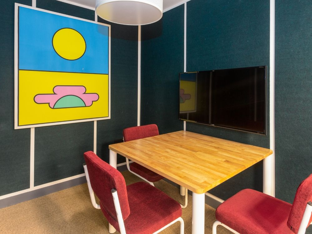 Zenia-7B-Conference-Room