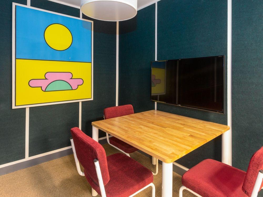 Zenia-7B-Conference-Room